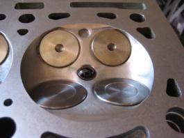 camara de culata de motor 16 valvulas adaptada para mayor rendimiento y mayor compresion