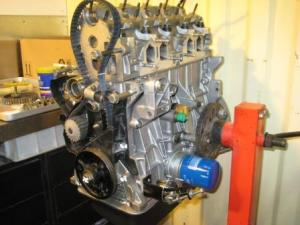 motor peugeot 205gti en montaje