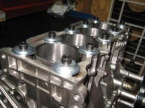 bloque de motor con aumento de cilindrada y camisas de cilindros mas grandes